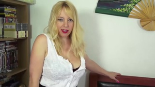 Sexy HouseWife Stripper Thumbnail