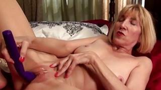 Talkative American mature masturbating Thumbnail