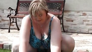 Fat wife Diana sucks dick and gets pussy licked by the pool