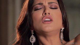No dick around for gorgeous Sunny Leone so she masturbates Thumbnail